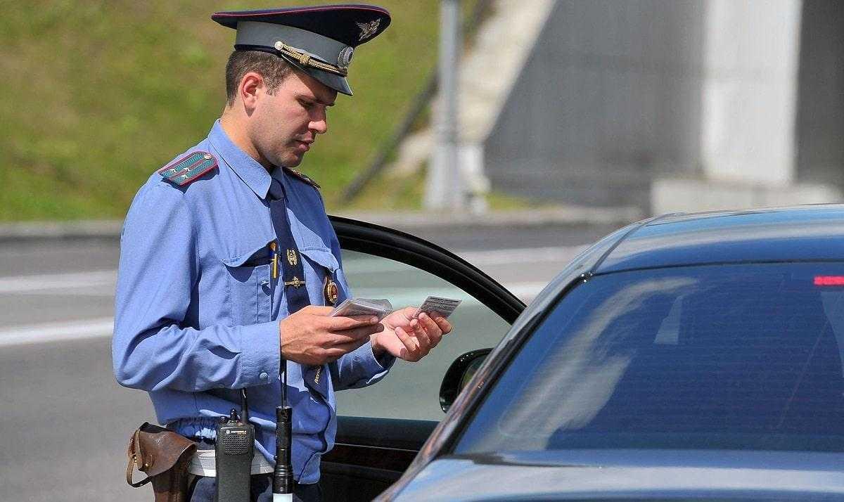 Фото проверки документов автоинспектором