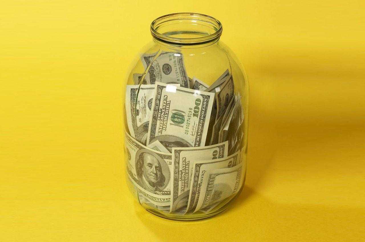 Фото денег в банке