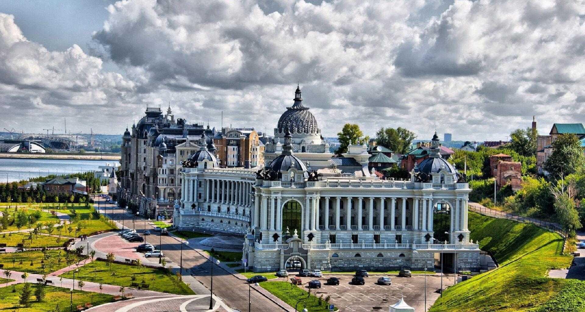 Фото вид на архитектурный ансамбль Казани