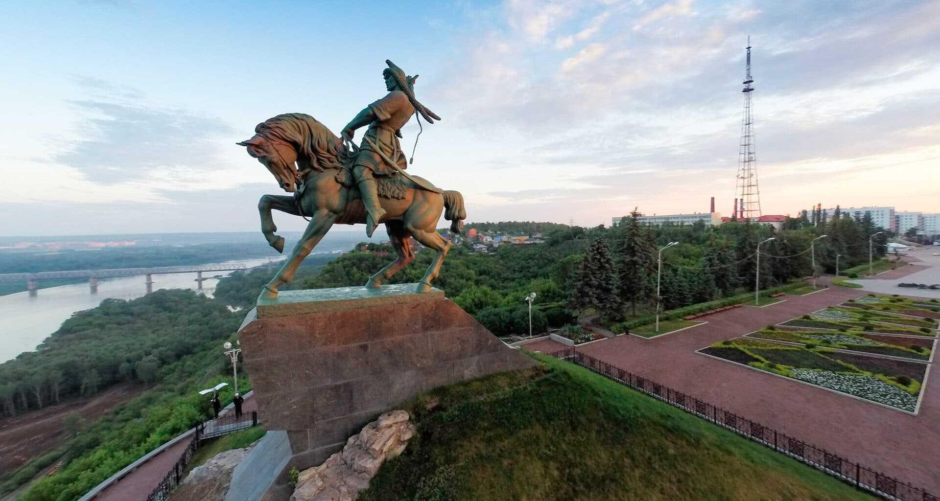 фото памятника Салавату Юлаеву в Уфе