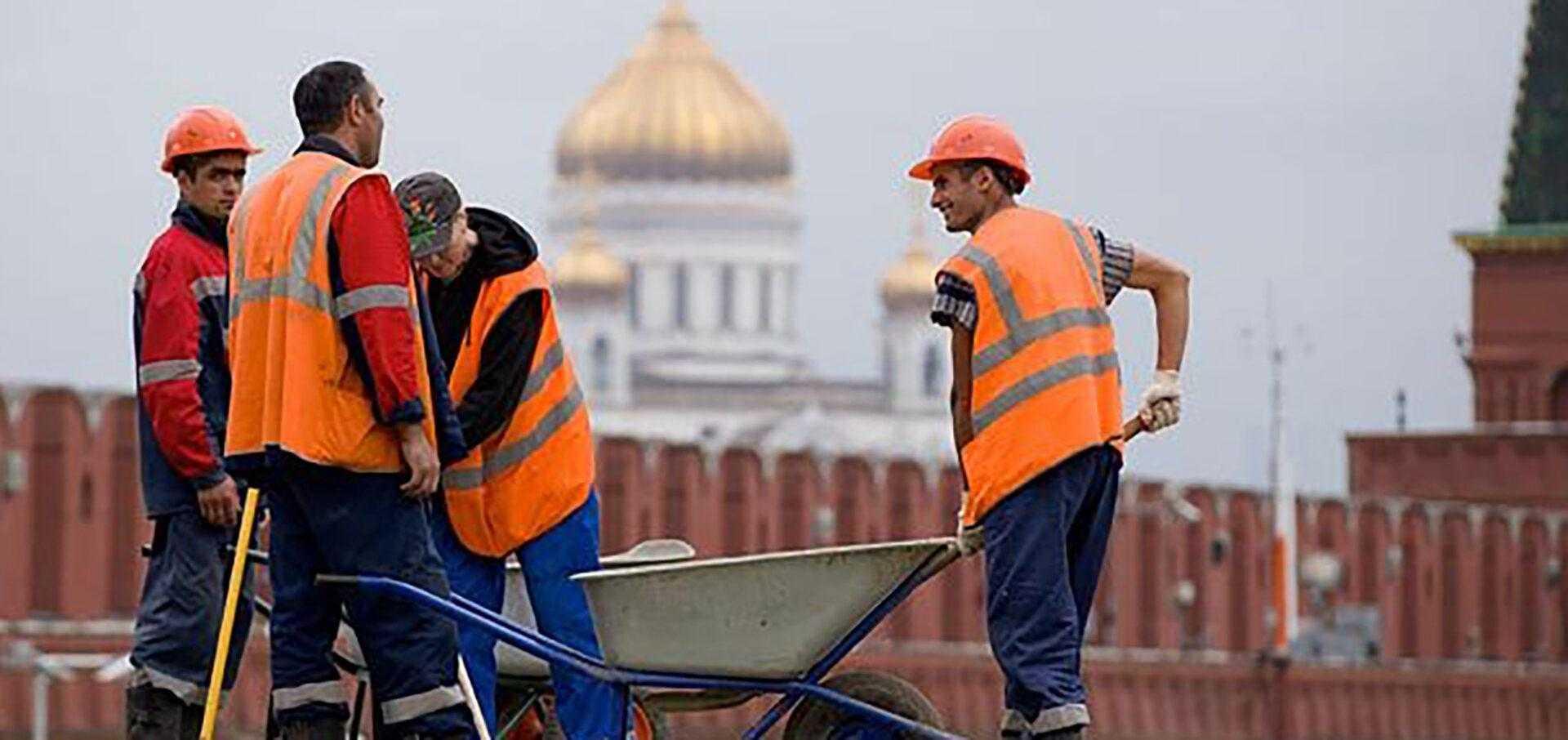Жириновский предложил ограничить въезд мигрантов в РФ