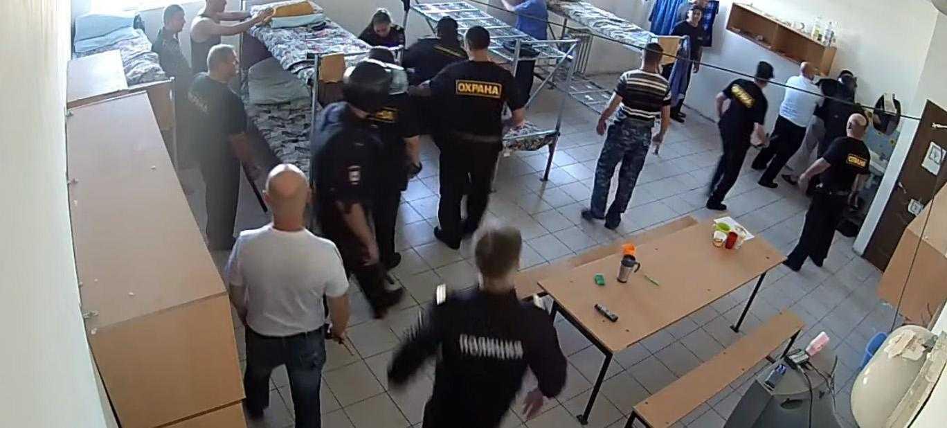 мигрантов избили в центре временного содержания