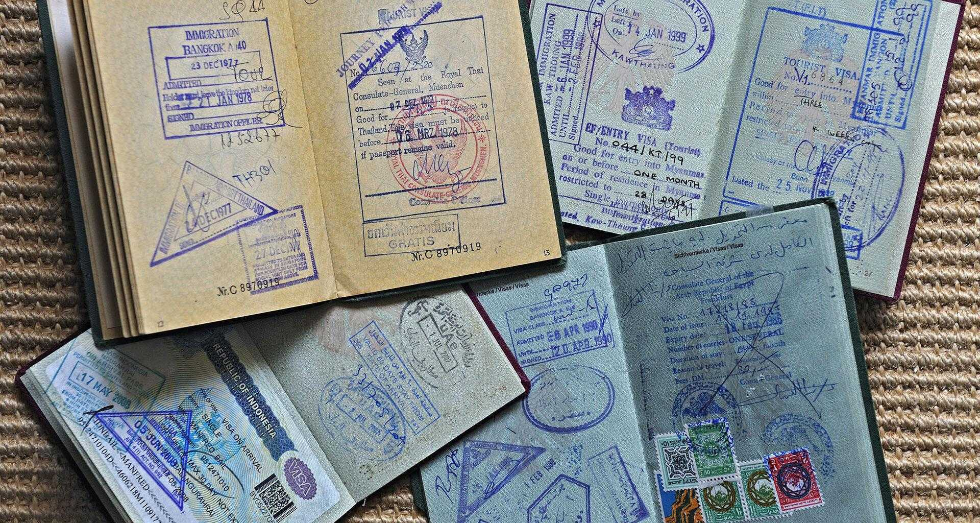 Паспорта со штампами таможни