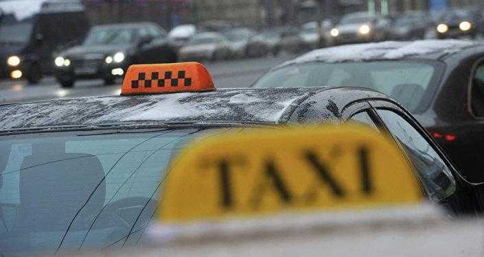 мигранты в такси